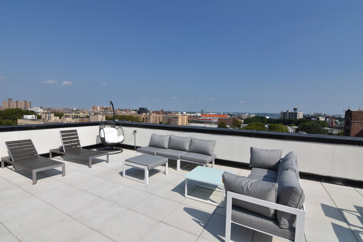 LUX - LAUNDRY - GYM - ROOFDECK - PARKING