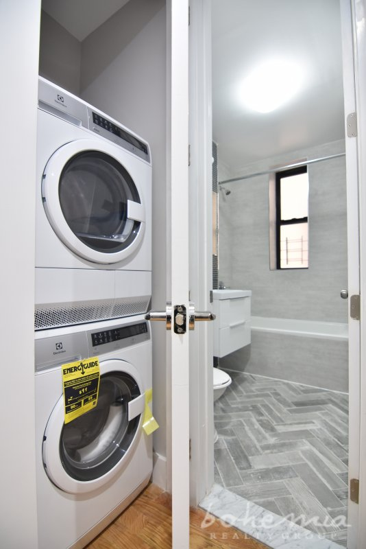 Excellent renovated 2BR with washer/dry!