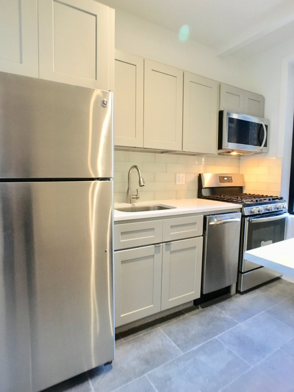Washer/Dryer -and- NO FEE!