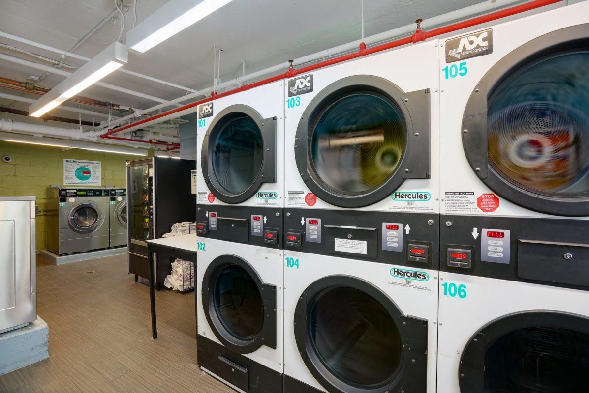 NoFee Studio w/Laundry and Utilities!