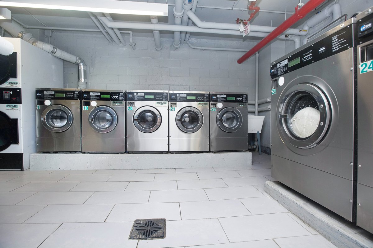 SPACIOUS,RENOVATED! LAUNDRY IN BUILDING!
