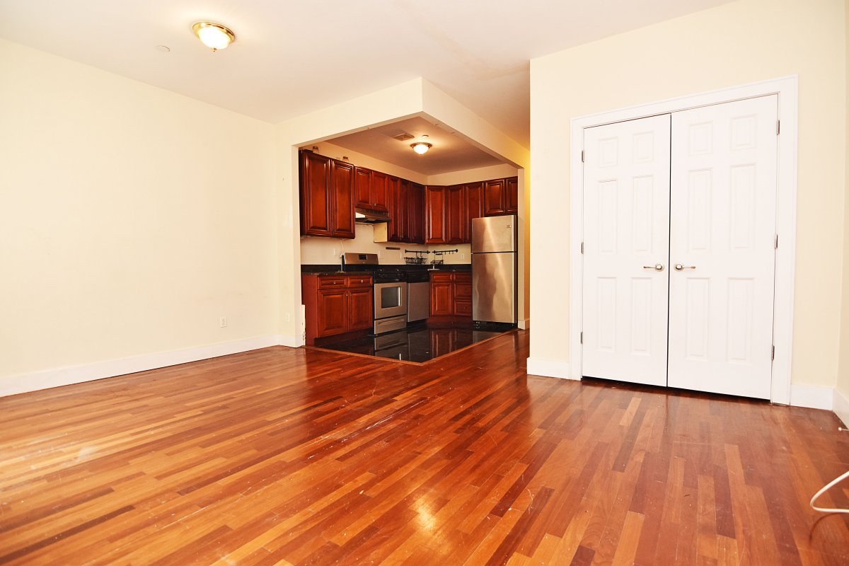Gorgeous Townhome Two Bed! NO FEE!