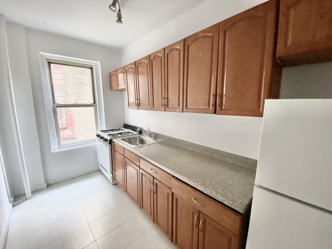 Large 1 Bdr in Historic Hudson Heights