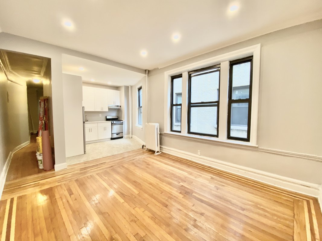 Ad for 515 W 156, 4