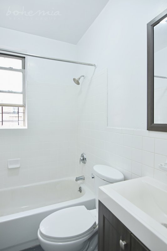 HUGE bright NO FEE 3BR STEAL!