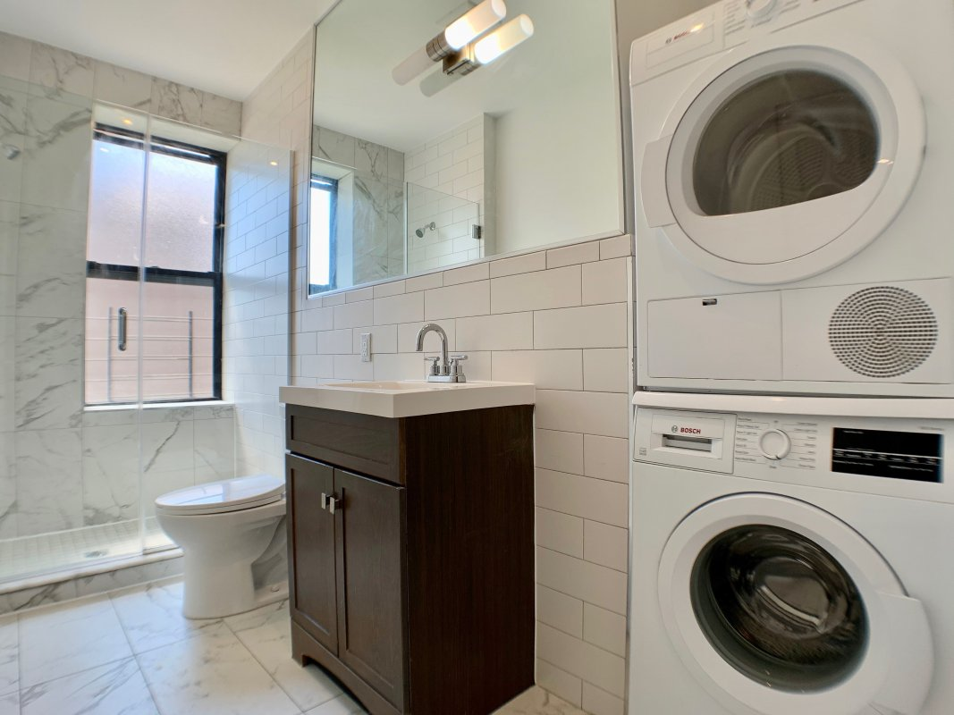 Enormous 4 Bed in the Heart of Harlem