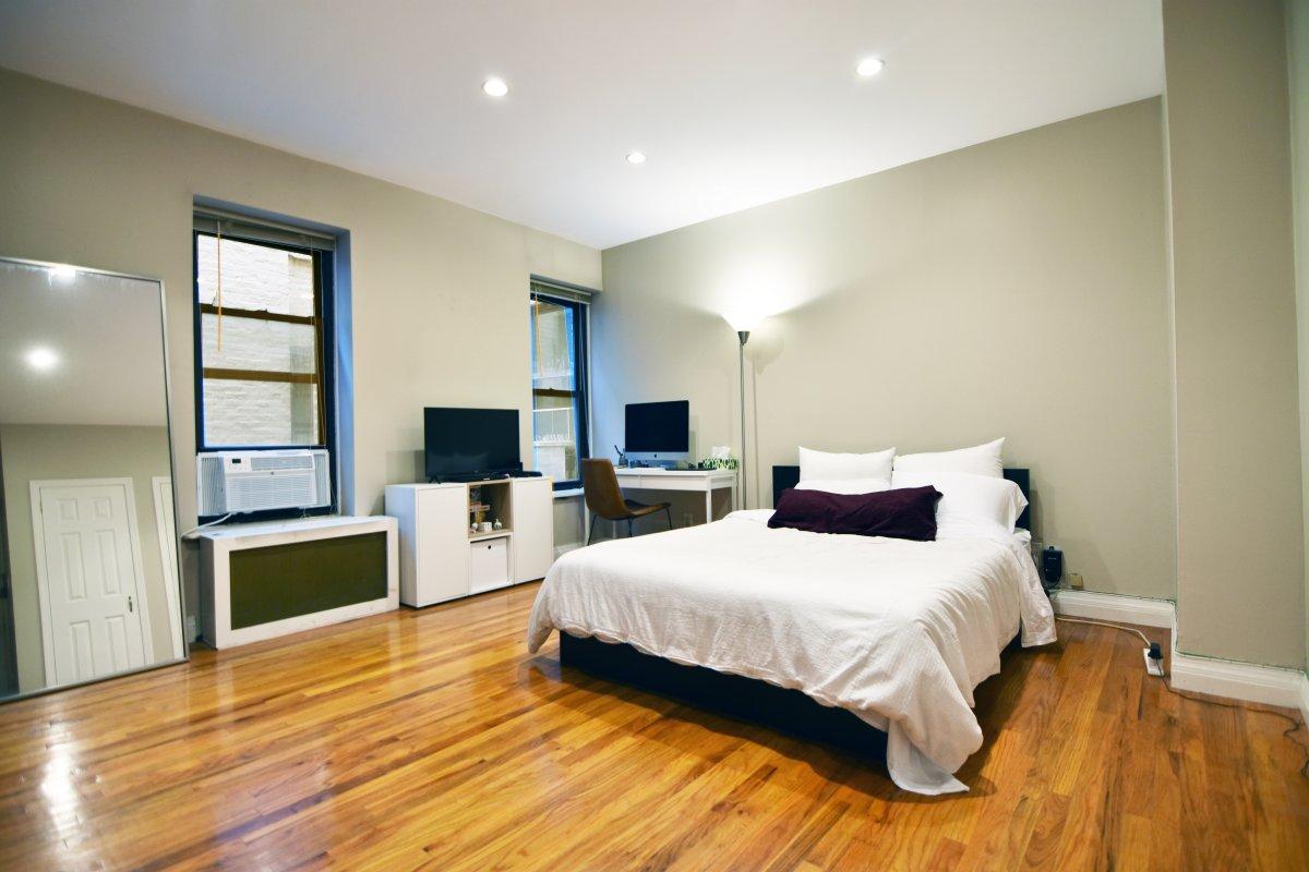 Large Upper East Side Studio