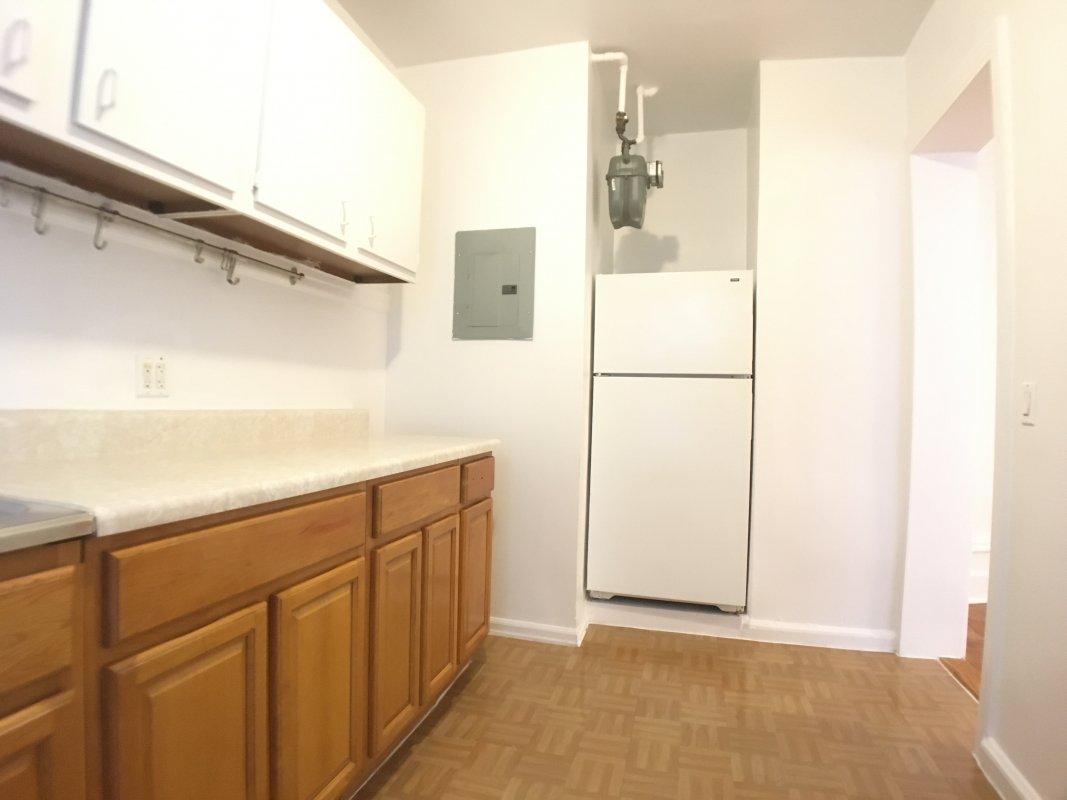 HUGE 1BR storage Separate Kitchen!