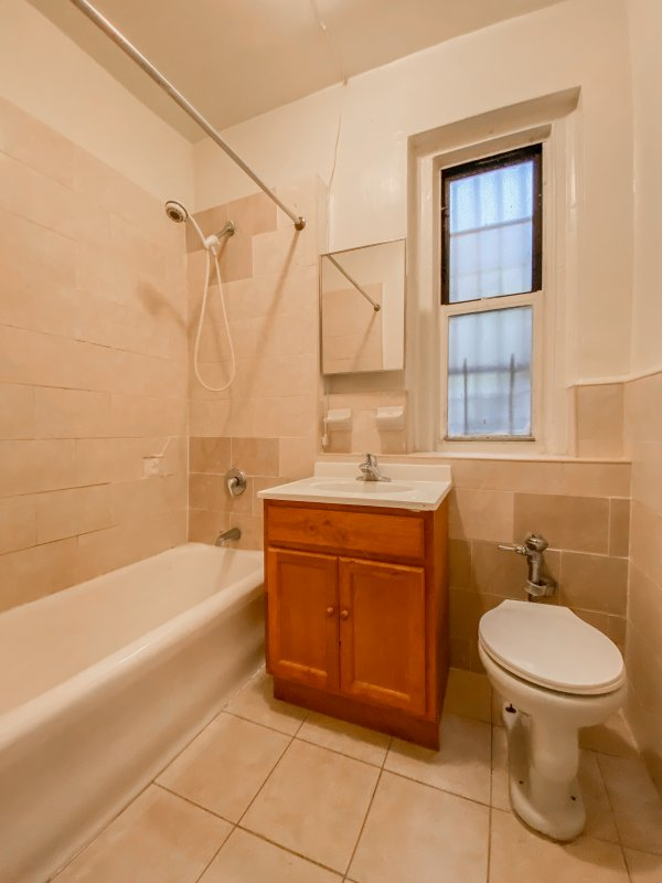 Cheap 1 Bed in Inwood!