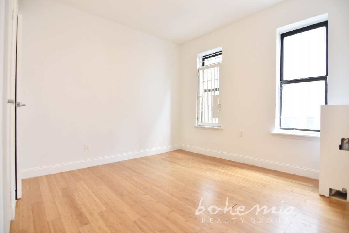 Sunny & Bright NO FEE 2BR! A MUST See!