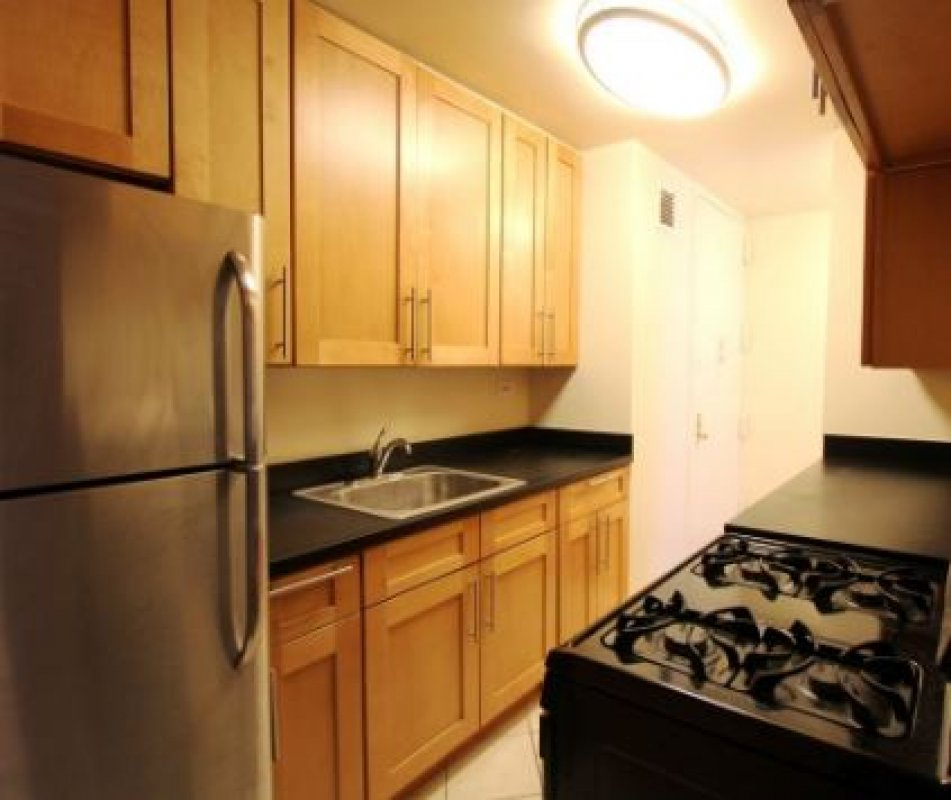 Super Spacious 4BR! Laundry in Bldg!