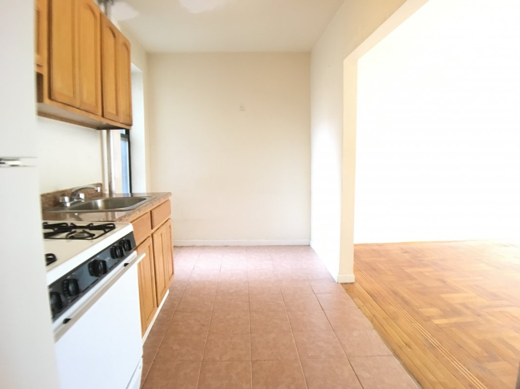 LARGE 3BR rent stabilized sep KITCHEN!