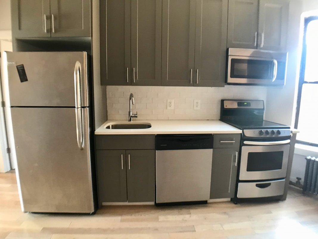 Exposed Brick / Dishwasher and No Fee