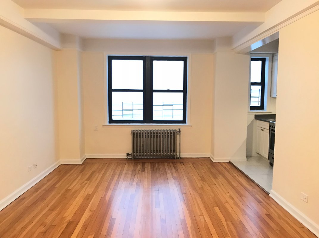 Beautiful and Roomy 1 BR in UWS!!