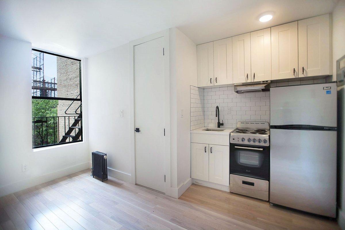 Sunny No Fee Studio w/Laundry & Elevator