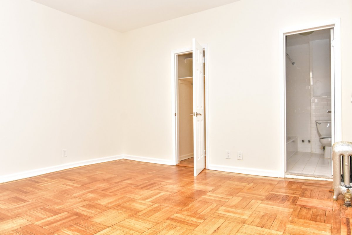 HUUGE 1BR Near Columbia Medical Center