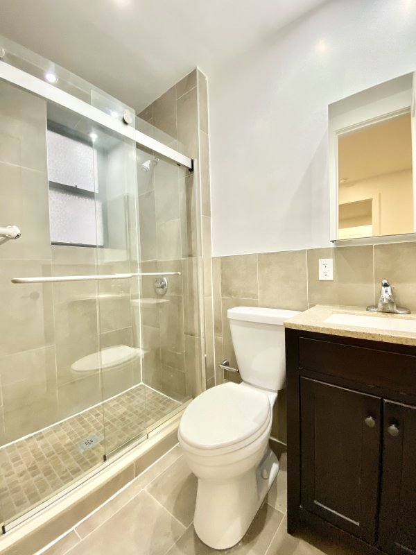 LOCATION!! NO Fee! Elevator & Laundry!