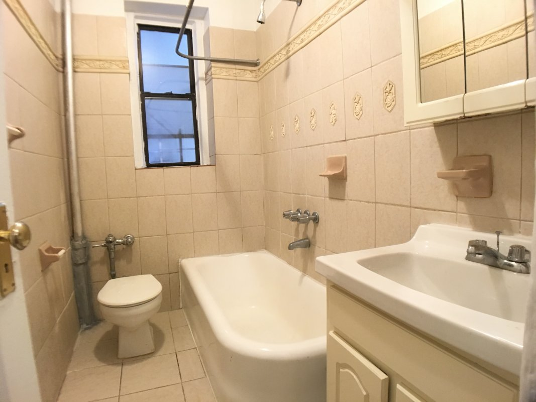 HUGE 2BR laundry and rent STABILIZE