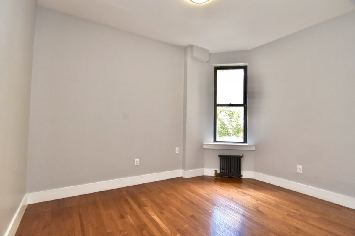 1 bedroom with Washer/Dryer in unit!