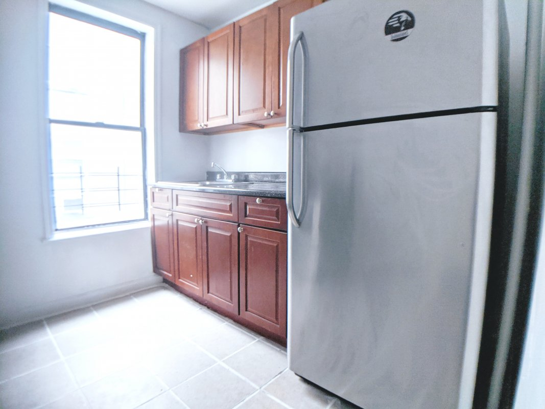 spacious no fee 2BR Wahi