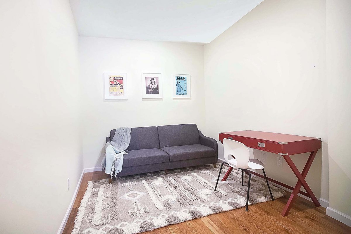 Gigantic 1Bed With Gigantic Office!!