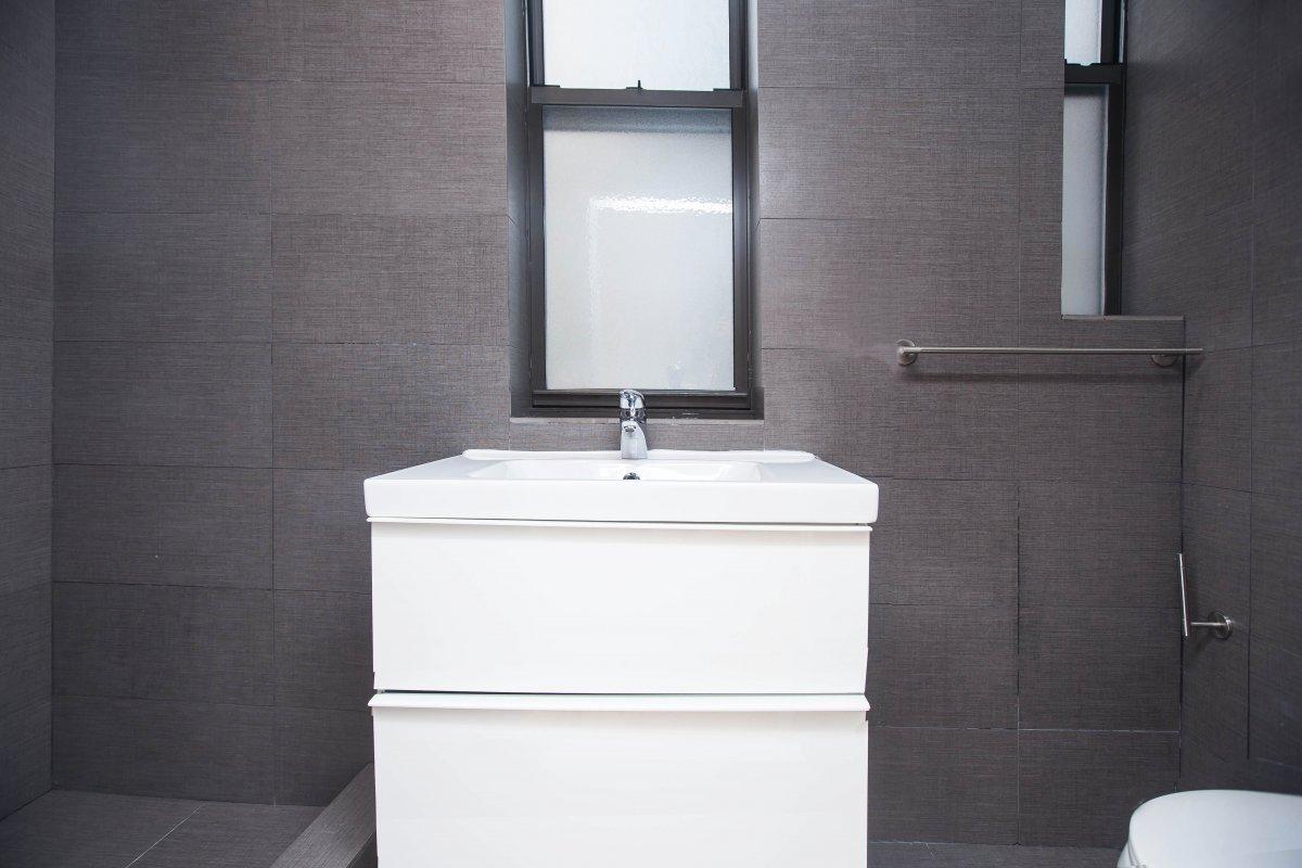 Decorative & Delicious 4 Bedroom 2 Bath!