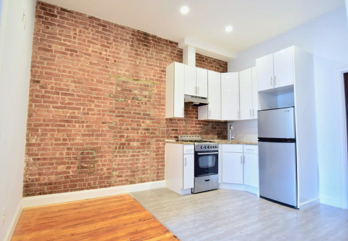 BEAUTIFUL BROWNSTONE APT WITH LAUNDRY!