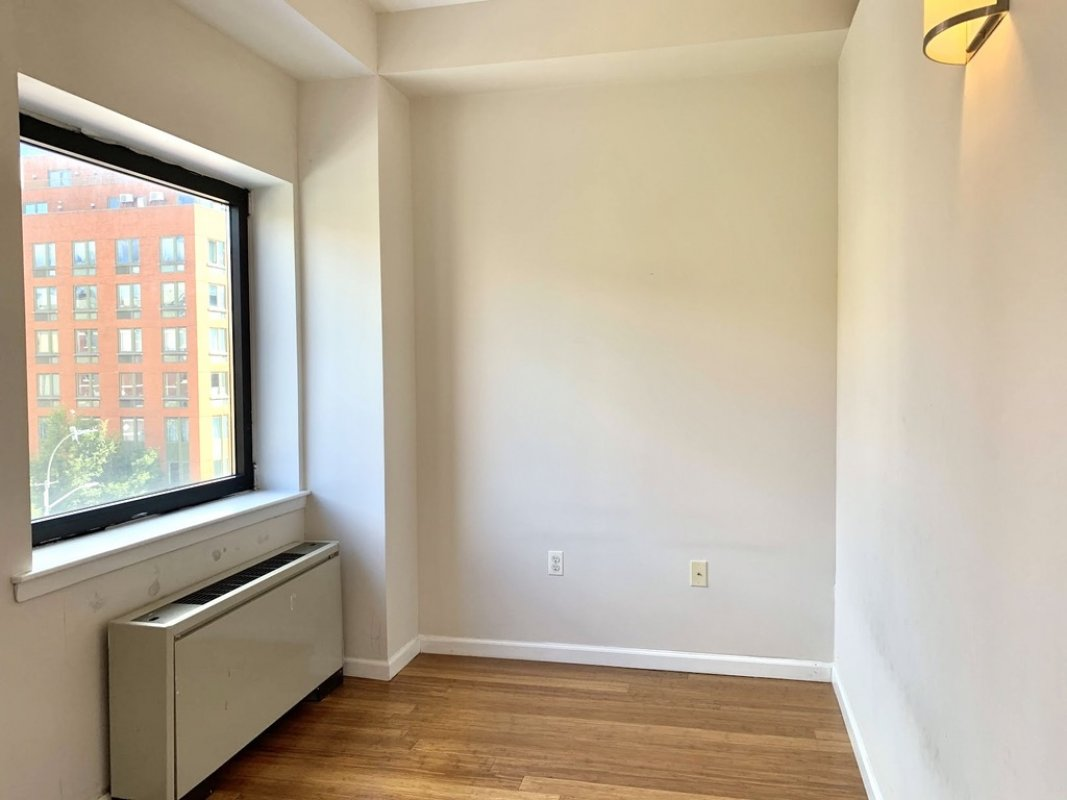 Sunlit 2-bedroom with Free Central Air