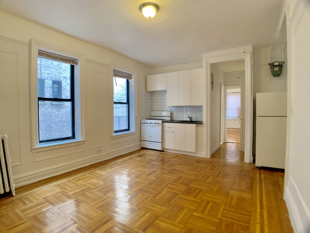 Hudson Heights 1 Bed DEAL!