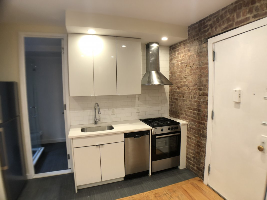 Cozy 1 Bedroom With Laundry In-Unit