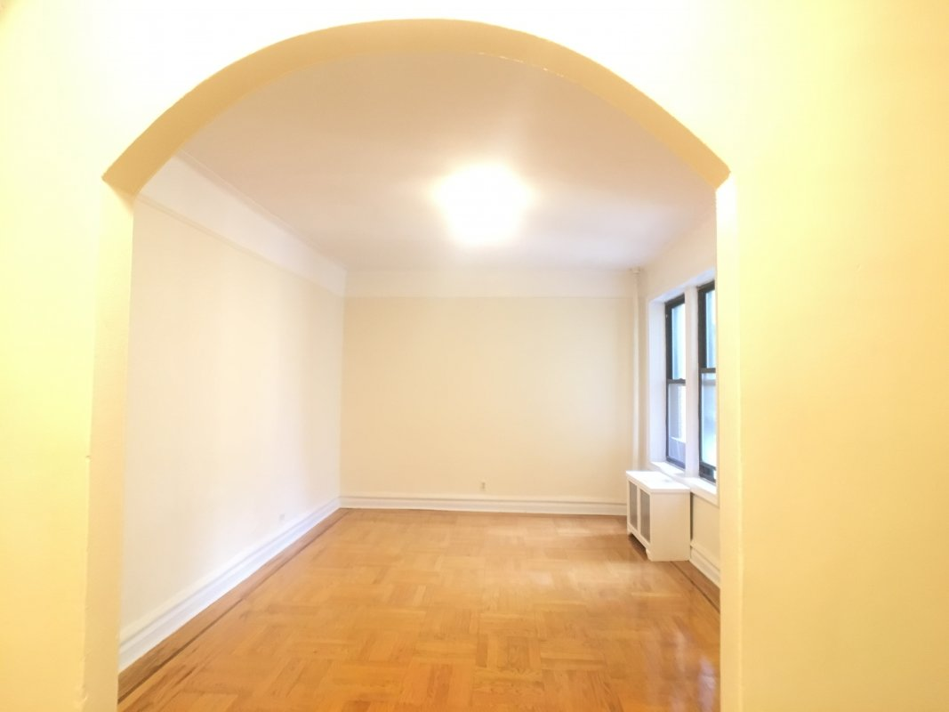 HUGE apartment GREAT value! LAUNDRY